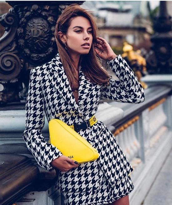 Với cách diện blazer thắt eo, bạn gái dễ dàng xây dựng nhiều phong cách từ sang chảnh hiện đại đến cá tính, trẻ trung.