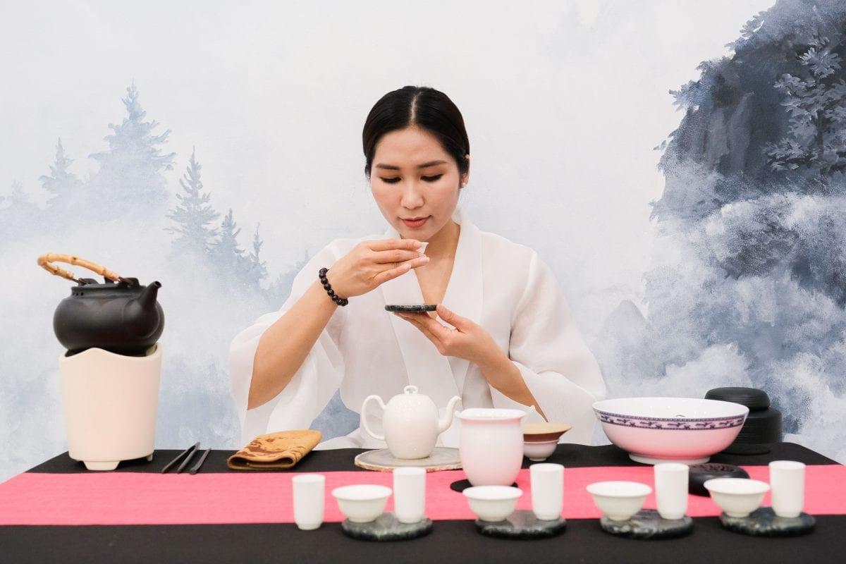 Như Huỳnh khai trương Tian Tea