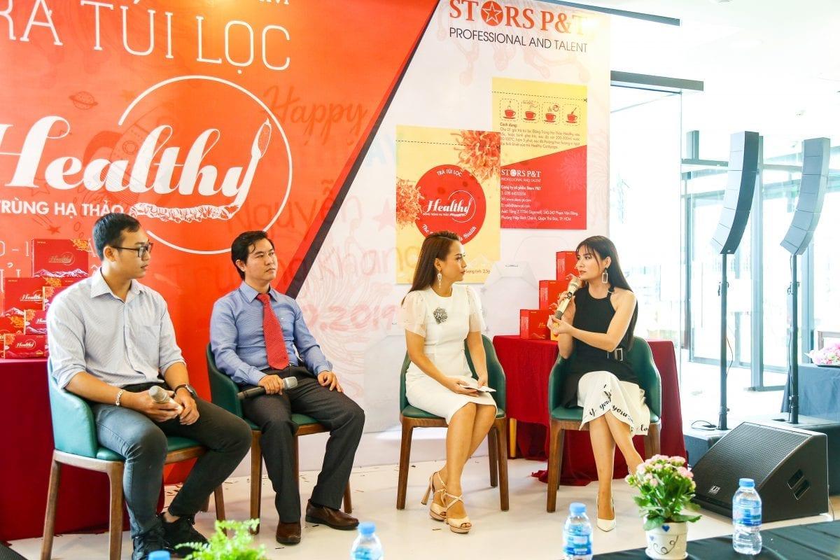 MC Khánh Ly tại talk show khai trương sản phẩm của Stars P&T